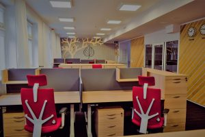 Pomieszczenie (hub) biurka i fotele biurowe