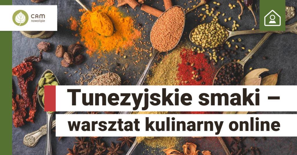 Na stole rozsypane w kopczykach różnego koloru przyprawy. Na dole na białym tle tytuł wydarzenia: Tunezyjskie smaki - warsztat kulinarny online.
