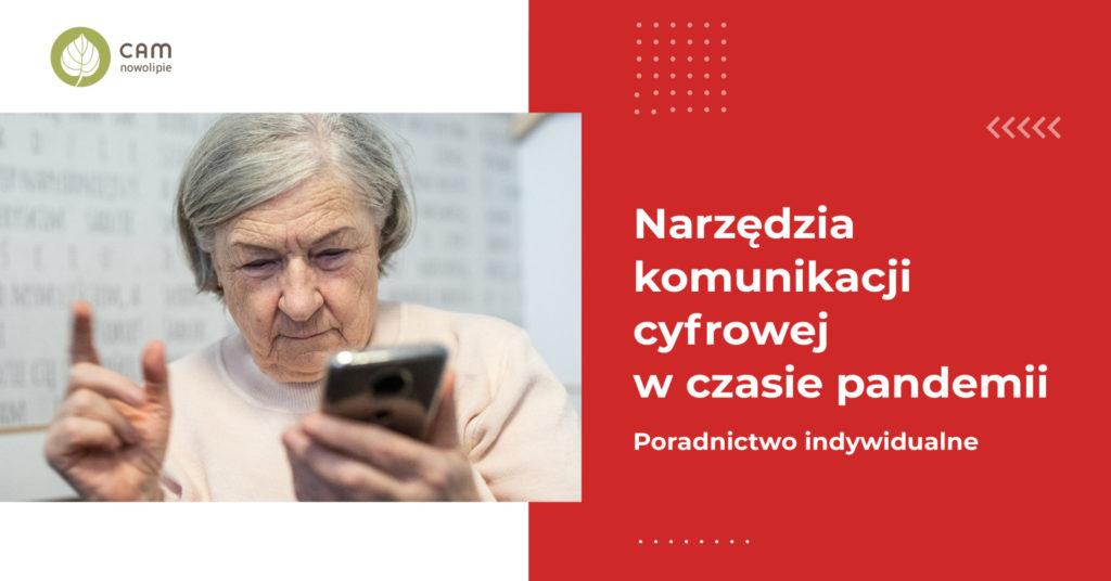 Po lewej stronie starsza kobieta trzyma smartfona w ręku. Po lewej napis: Narzędzia komunikacji cyfrowej w trakcie pandemii.