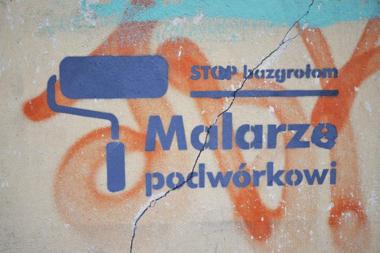 Namalowane logo akcji Malarze podwórkowi stop bazgrołom