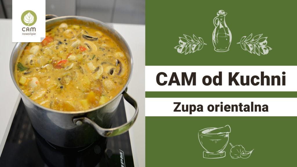Plansza składa się z dwóch części. Po lewej stronie garnek stoi na kuchence pełen zupy. Zupa ma kolor pomarańczowo-żółty. W drugiej części planszy informacje.
