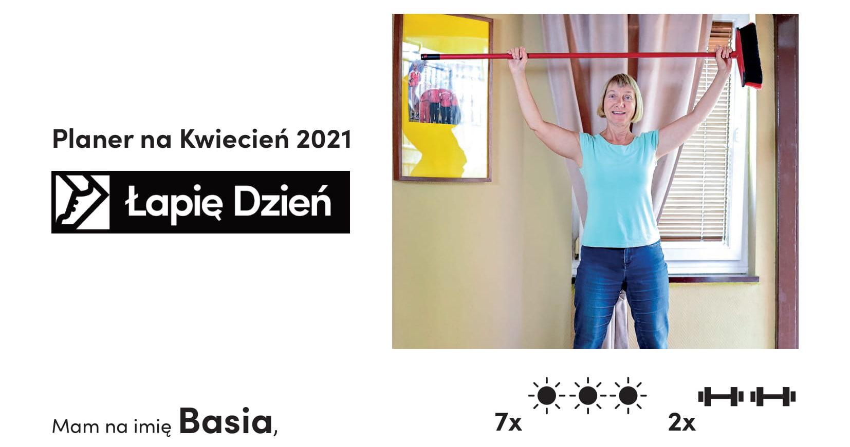 Instrukcja obsługi akcji Łapię dzień. U góry zdjęcie ćwiczącej seniorkli w niebieskiej bluzce. Poniżej instrukcja.